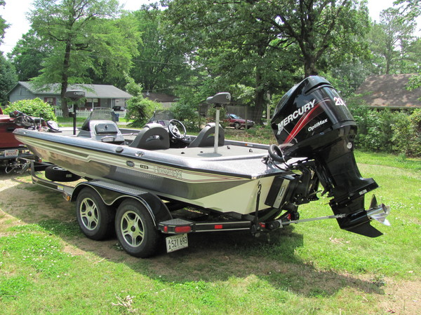 champion bass boat  for Sale $29,000